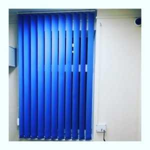 Синие вертикальные тканевые жалюзи