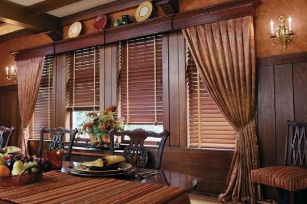 деревянные жалюзи в столовой